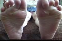 【足裏フェチ】★マニアが見ればわかるこの匂いそうな足裏★★ 4