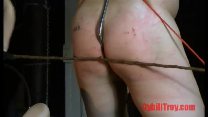 チカン行為のお仕置きでしょうか?男の人権完全無視の過酷な制裁!